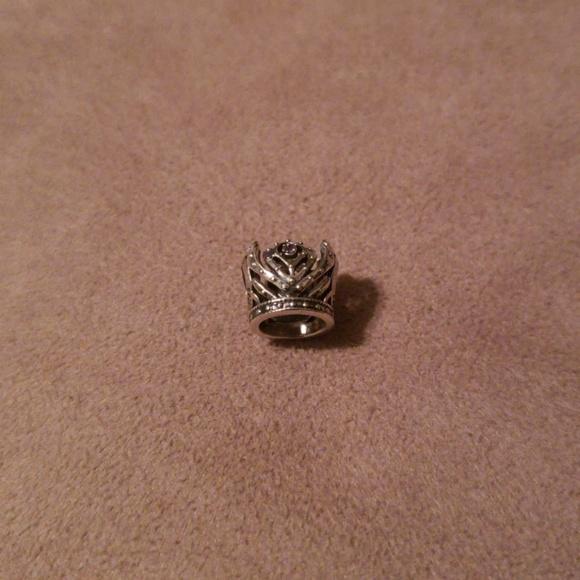 2383964557d52 Pandora Disney collection Anna crown charm